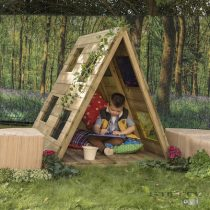 Cort din lemn cu ferestre colorate